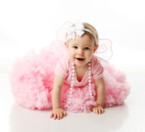 Bahan pakaian atau gaun yang baik dan nyaman dikenakan oleh bayi adalah  100% katun. Hindari pakaian berbahan katun campuran polyester atau campuran  lainnya ... 11f0393eec