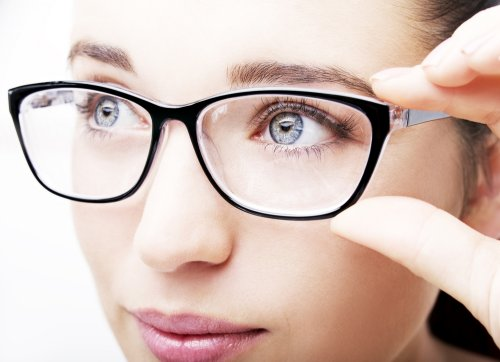 Pastikan bahwa kacamata minus yang Anda pakai sesuai dengan tingkat  keparahan minus mata Anda. Level keparahan minus diukur dengan dioptri (D). c4d98022c2