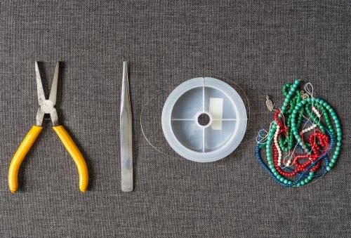 Bila kamu sudah mengetahui tali apa yang akan digunakan untuk membuat  gelang 5525edd8d2