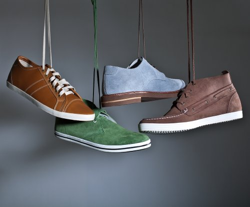 Mau Kelihatan Keren  Ini Dia 33 Model Sepatu Kekinian yang Bisa Kamu ... acf577222d