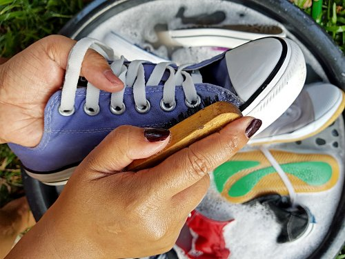 Perawatan sepatu juga sangat penting. Untuk anak sekolah usahakan memilih sepatu  yang mudah dirawat 62eab15d4e