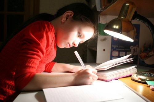 Kurangi Risiko Kerusakan Mata Saat Belajar dan Membaca dengan 9 Rekomendasi  Lampu Belajar Berkualitas (2020)