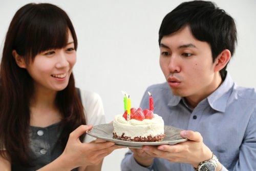 Foto Orang Pegang Kue Ulang Tahun Foto Foto Keren
