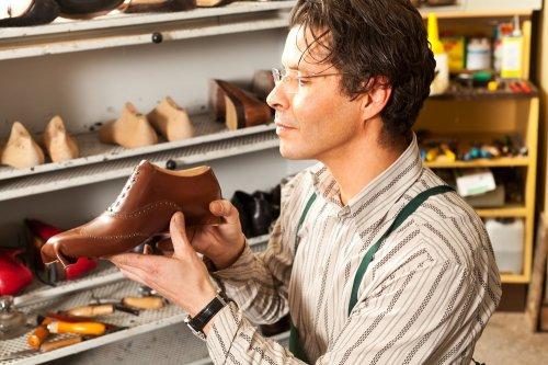 Tomkins dibuat oleh perusahaan yang berpengalaman dalam membuat sepatu- sepatu merek terkenal dari luar negeri. Merek-merek seperti Puma dan Reebok  punya ... 8de7d3963a