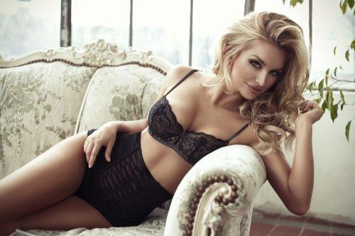 Mengenakan celana G-string dapat membuat wanita terlihat seksi dan percaya  diri. Selain itu 518c40c322