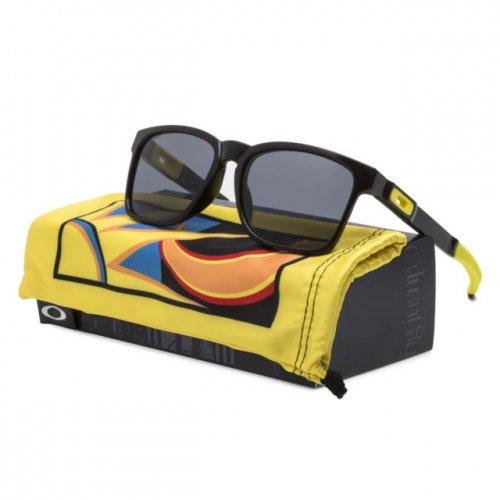 Bergaya Keren dengan Memakai 8 Pilihan Kacamata Oakley Ala Valentino ... 7591a6b206