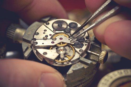 Sebagai sebuah jam tangan yang tidak biasa dan berharga mahal 82847649ef