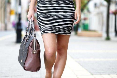 Tas wanita punya beragam desain yang sesuai dengan masing-masing karakter  wanita. Setiap pusat perbelanjaan pasti selalu punya beberapa toko yang  menjual ... e1a3bf0f99