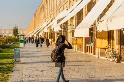 27 Trend Terbaru Baju Hijab 2018 Yang Engga Boleh Terlewatkan
