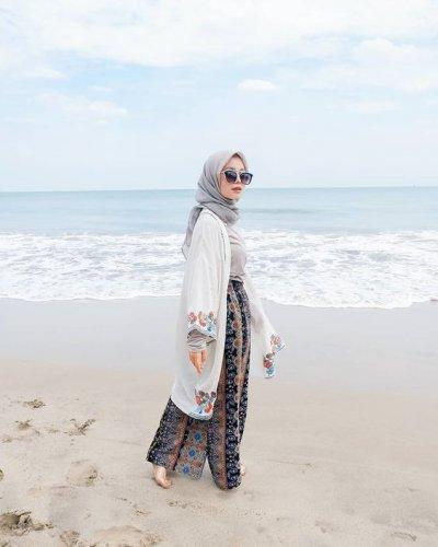 Wisata Ke Pantai Jilbab