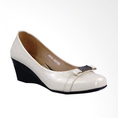 Tampil Memukau dengan 10 Rekomendasi Sepatu Kulit Sintetis Wanita ... 971ad2eded