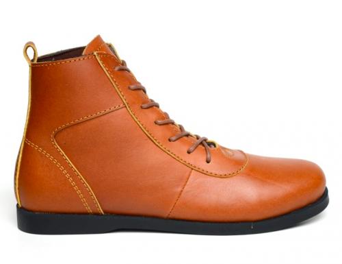 Sepatu boots bisa jadi andalan kamu untuk dipakai saat traveling. Sepatu  yang kokoh ini sangat kompatibel untuk dipakai berkendara. 7173f2514f