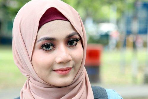 9 Rekomendasi Jilbab Yang Cocok Untuk Kamu Yang Berwajah Bulat