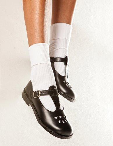 Anak SMA laki-laki biasanya menggunakan sepatu formal jenis pantofel dan  semacamnya untuk digunakan saat sekolah. Bila Anda ingin membelikan sepatu  jenis ... 5b4b4e452d