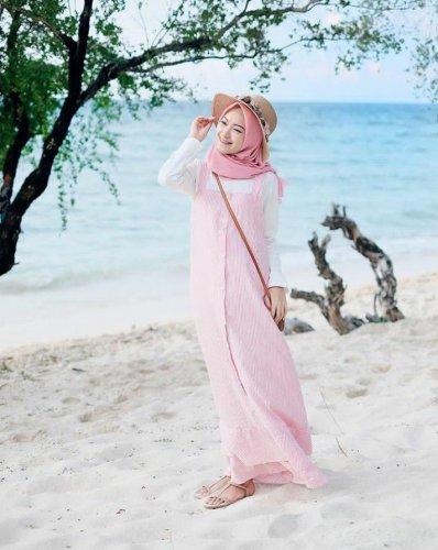 Berlibur Di Pantai Tanpa Ribet Dengan Style Hijab Simpel Dan Chic Cek Rekomendasinya Segera 2020
