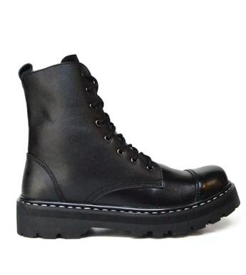 Kamu bisa mengkombinasikan sepatu boots dengan celana chino dan tampilan  macho modern. Black Master Cardoba Black adalah sepatu berbahan dasar kulit  ... 95bd5ccb4f