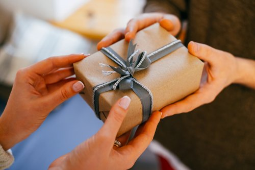 プレゼント ちょっとした 女性へのプレゼント41選 20代~50代に聞いた貰って嬉しい商品ランキング