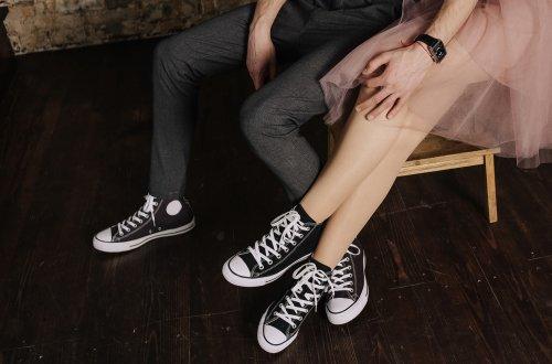 Kompak Bersama Pasangan Dengan Rekomendasi 8 Sepatu Sneaker