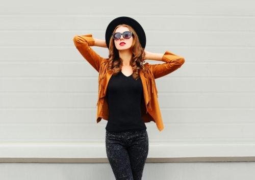 Teknik tumpuk atau memakai beberapa lapis pakaian bisa menciptakan ilusi  yang berbeda untuk wanita bertubuh kurus maupun gemuk. Wanita yang memiliki  tubuh ... cf46370da0