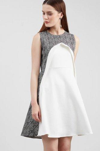 Modern Dan Chic Dengan 7 Padu Padan Pakaian Smart Casual Untuk Wanita