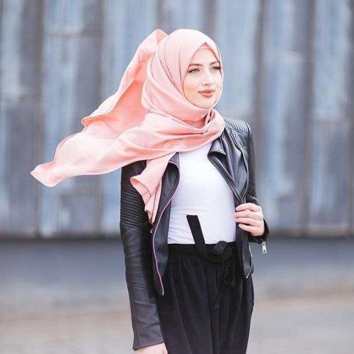 27+ Trend Terbaru Baju Hijab 2018 yang Engga Boleh Terlewatkan! b0ecc947cd