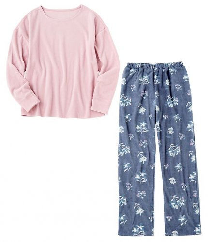 やさしげな花柄のフリースパジャマ