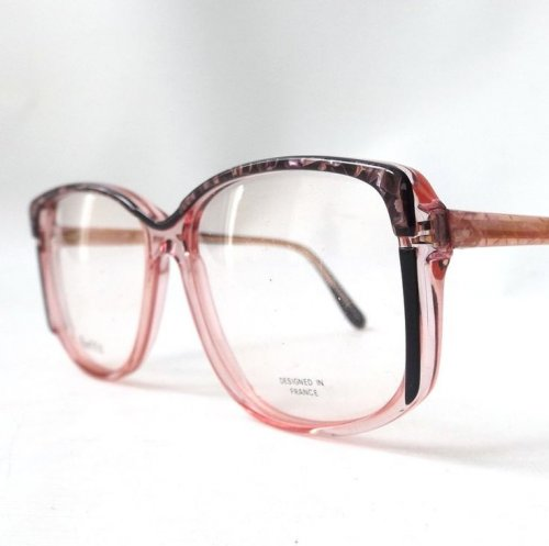 10+ Pilihan Kacamata yang Pas untuk Anda yang Berhidung Pesek 81fabefda2