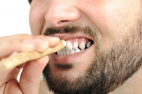 Ingin Senyum Tampak Menawan Ini Dia 8 Cara Memutihkan Gigi Yang