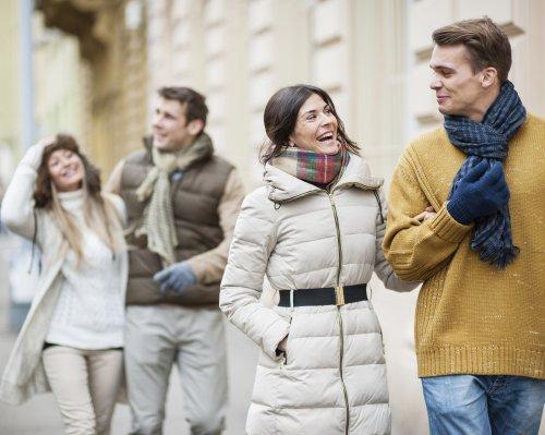 Ini Tips Memilih Pakaian Musim Dingin Untuk Wanita Dan 10 Rekomendasinya
