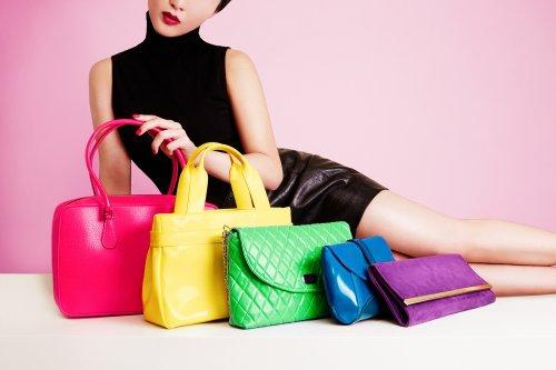 Wanita Indonesia mana yang tidak kenal dengan tas Elizabeth  Tas wanita  yang bisa merambah ke semua kalangan masyarakat ini seolah sudah menjadi  penyempurna ... bcf4f494a6