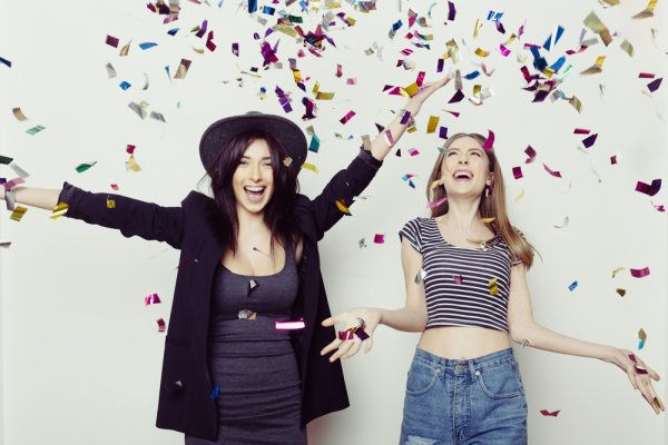 Rayakan Ulang Tahun ke  23 Sahabat Dengan 10 Hadiah Berikut Ini (2017)