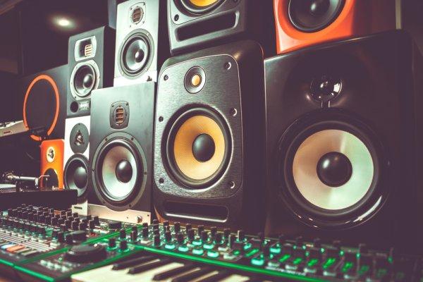 10 Speaker Woofer Ini Mantap untuk Ruangan agar Kualitas Musik Makin Berkelas!