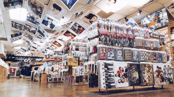 Gemar Mengoleksi Merchandise Kpop? Jangan Lewatkan 7 Rekomendasi Merchandise Murah dari Artis Korea Favorit Ini!