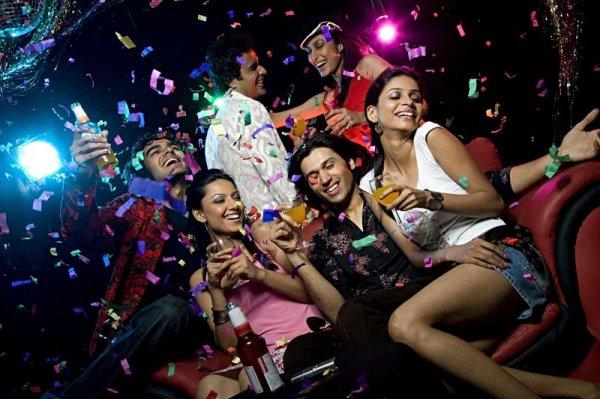 यदि आपको अपने दोस्तों के साथ मौज-मस्ती, डांस और पार्टी करना पसंद हैं तो बैंगलोर की नाइटलाइफ़ बहुत लोकप्रिय है: बैंगलोर के इन 10 टॉप पब्स पर जाएँ (2020)