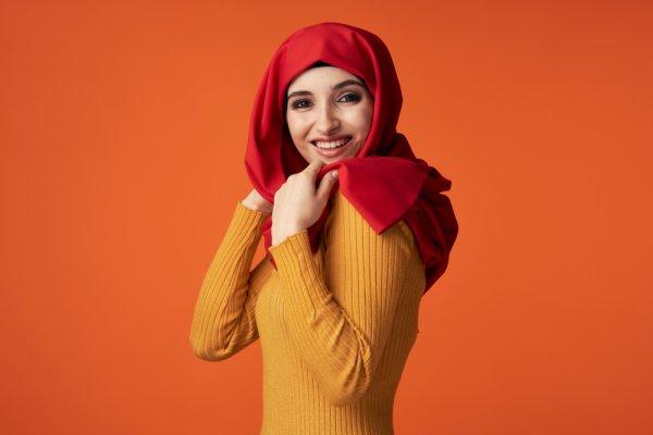 Tetap Modis saat Berhijab dengan 9 Rekomendasi Sweater dan Jaket Islami Kekinian yang Nyaman Dikenakan