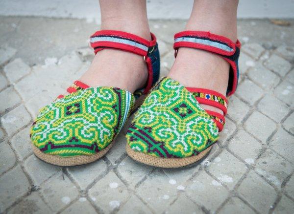 Sudah Bosan Dengan Gaya Mainstream? Yuk Tampil Unik Dengan 10 Sepatu Rajut Berikut!