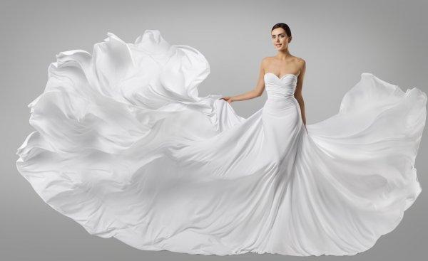 7 Dress Termahal dari Merek Ternama yang Dikenakan para Pesohor Dunia
