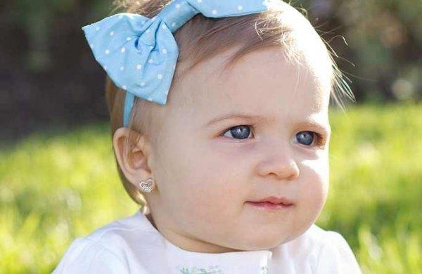 Ingin Buah Hati Tampil Menawan? Berikut Rekomendasi 9+ Anting-anting Cantik untuk Bayi yang Bisa Anda Pilih