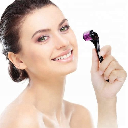 क्या आप एक अच्छी त्वचा के लिए डर्मा रोलर खरीदने की योजना बना रहे हैं(2021)?10 सबसे अच्छे डर्मा रोलर ब्रांड की सूचि साथ ही उपयोग करने हेतु आवशयक युक्तियाँ