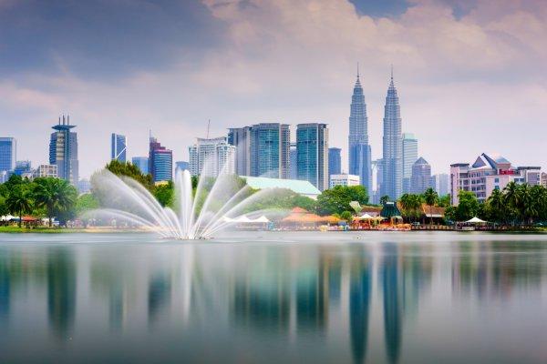 Cara Menyiasati Traveling ke Luar Negeri dan 9 Destinasi Wisata di Malaysia yang Siap Memanjakan Liburanmu