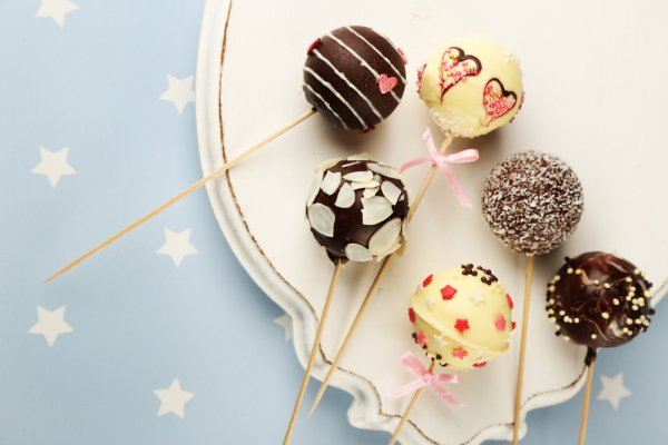 Learn the Art of Making Cake Pops: Your Step by Step Guide with 10 Unique Flavours to Try in 2019
