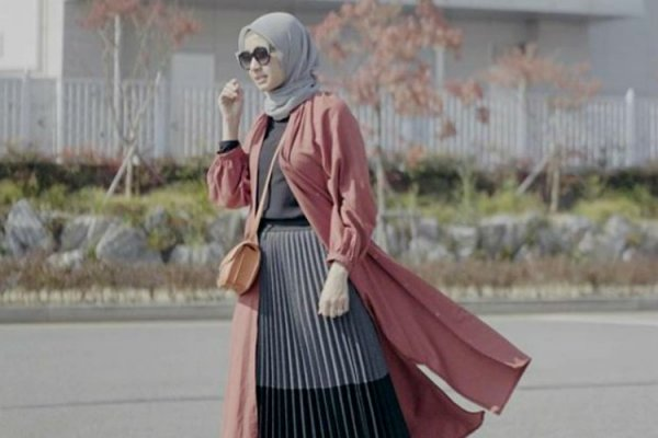 Tetap Fashionable dan Keren dengan 10 Rekomendasi Rok Wanita Kekinian untuk Hijaber (2020)