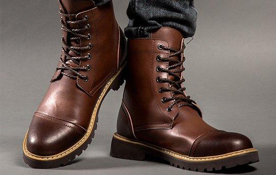 Suka Koleksi Banyak Jenis Sepatu? 10 Rekomendasi Sepatu Boots Pria Ini juga Wajib Kamu Miliki (2020)
