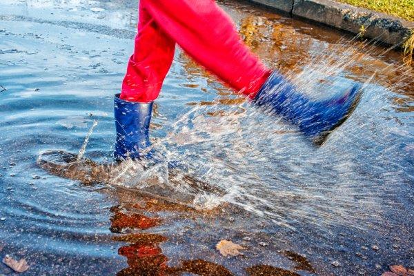 7 Celana Outdoor Waterproof akan Membuat Hiking Menjadi Lebih Aman