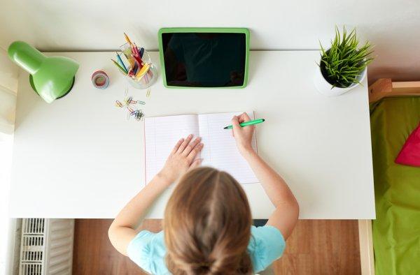 Jadikan Anak Makin Rajin Belajar dengan 9 Rekomendasi Meja Belajar Terbaik dari BP-Guide (2020)