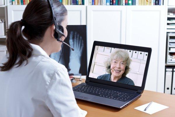 Pilihan 10+ Webcam yang Pas untuk Video Chatting, Menghubungkan Anda dengan Teman yang Berjauhan dengan Anda