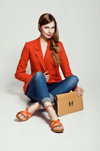 Makin Cantik, Seksi dan Menarik dengan 10+ Pilihan Sepatu Cantik Untuk Wanita 2018