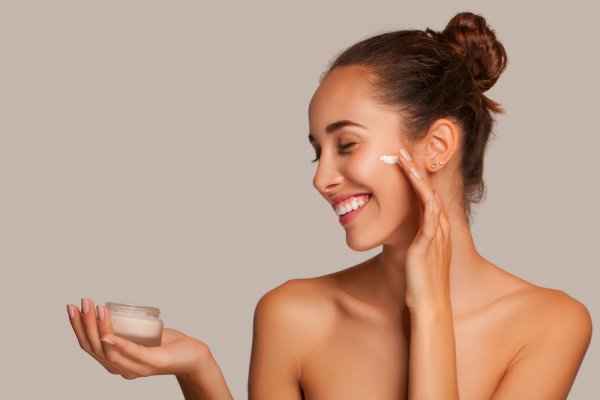Dapatkan Kulit Cantik dan Menawan dengan 10 Rekomendasi Face Emulsion untuk Usia 40-an