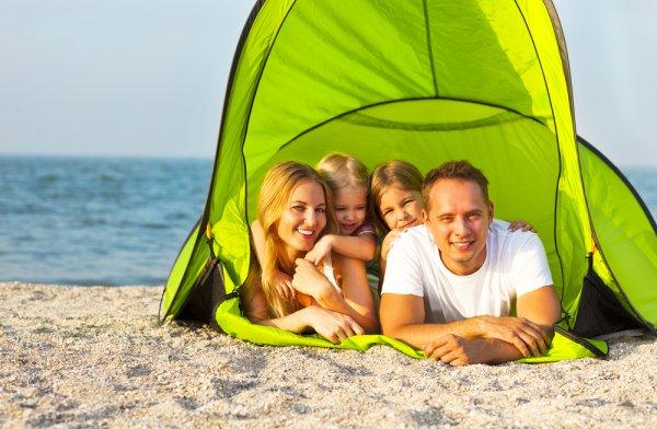 Yuk, Camping di Pantai! 10 Pantai yang Indah Ini Wajib Kamu Singgahi jika Ingin Berkemah bersama Keluarga dan Teman
