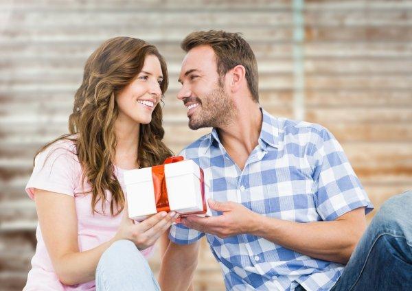 Ada Mitos di Balik 14 Benda yang Biasa Diberikan untuk Pasangan